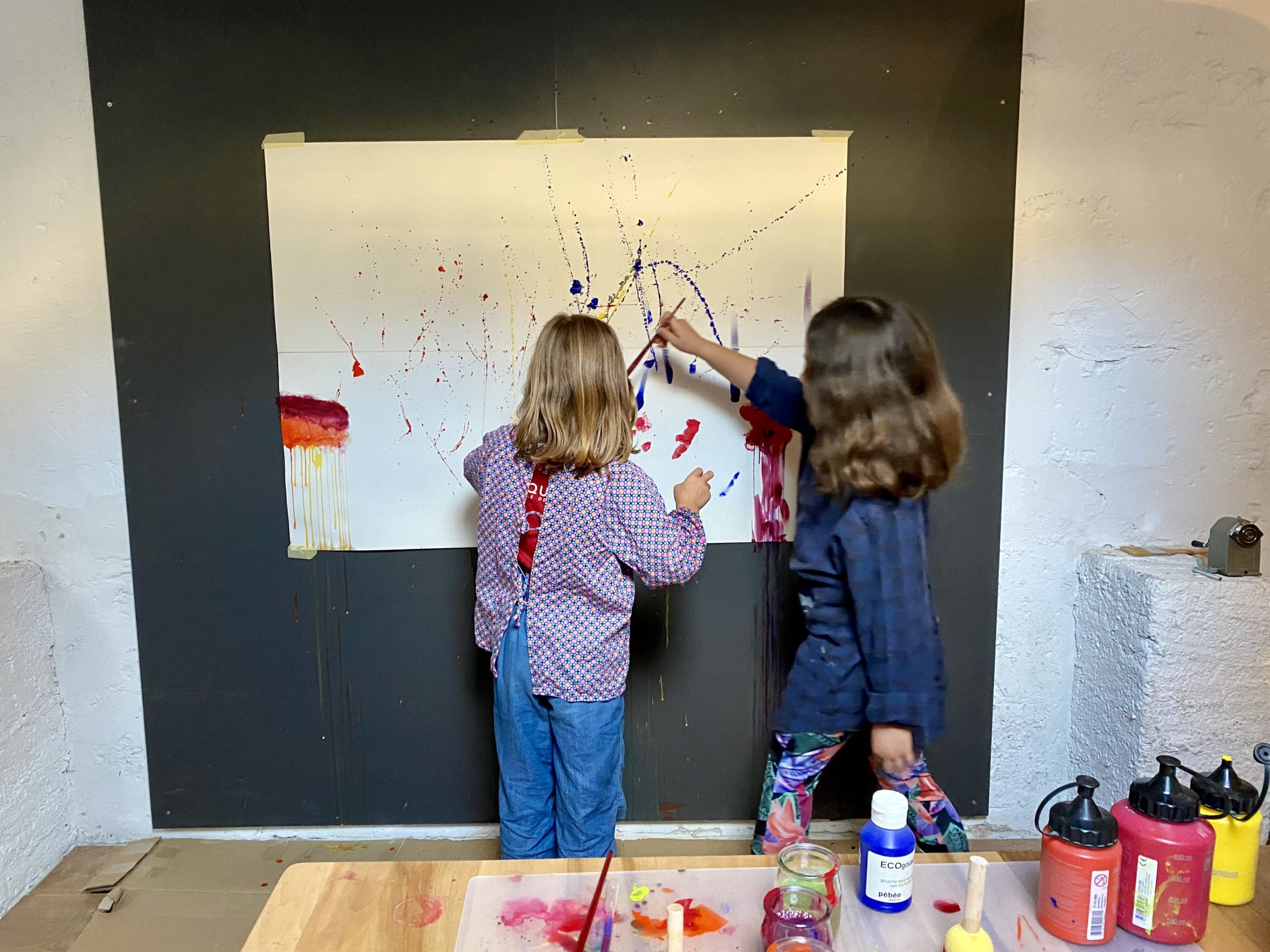 Séance d'art-thérapie en groupe pour enfants